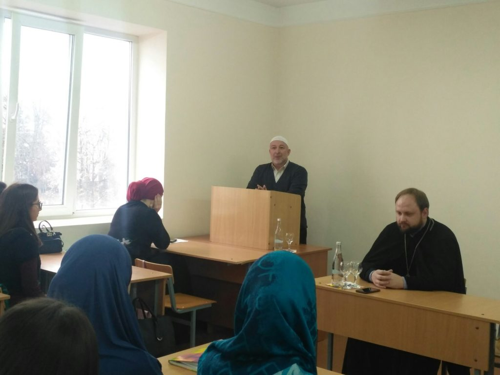 Будущие учителя встретились с духовенством республики